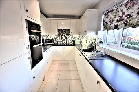 2 bedroom ground floor flat for sale - William Court, Crown Road, Barkingside IG6 1NN