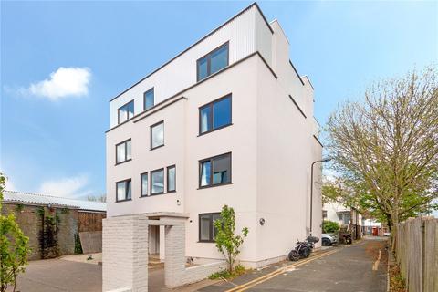 3 bedroom flat for sale - Sirdar Road, Mitcham, CR4