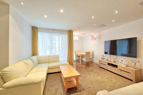 3 bedroom ground floor flat for sale - WARREN HOUSE - Kensington - W8