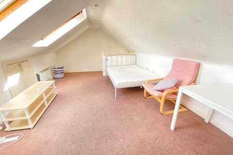 4 bedroom apartment to rent - Spencer Road, Wealdstone, Harrow, HA3