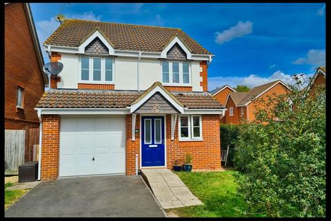 3 bedroom detached house for sale - Hawkers Close, Totton, Southampton SO40