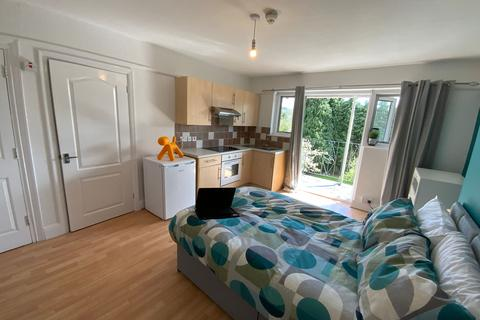 1 bedroom property to rent - (203WWR-4) Fully Furnished Self-Contained Studio Bills Incl!