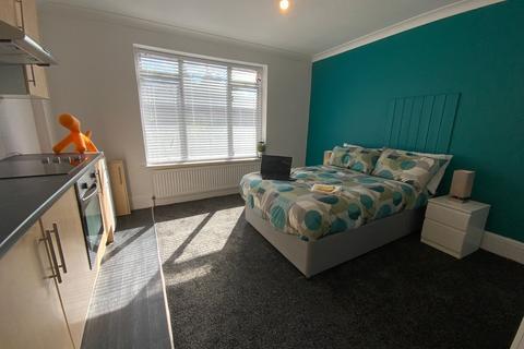 1 bedroom property to rent - (203WWR-2) Large Furnished Studio - Bills INCL!