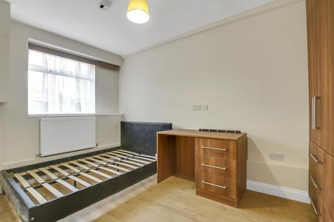 4 bedroom terraced house to rent - Manor Estate, London SE16