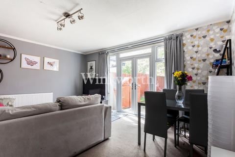 3 bedroom terraced house for sale - Moorefield Road, London, N17
