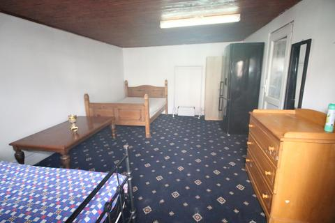 Studio to rent - Keith Road, HAYES, Greater London, UB3
