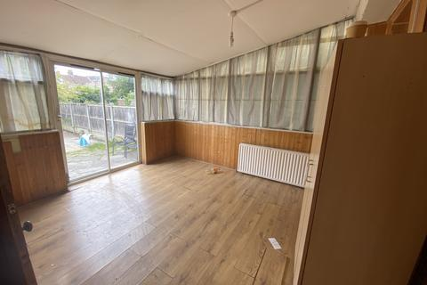 4 bedroom terraced house to rent - Essex Road, Barking  IG11