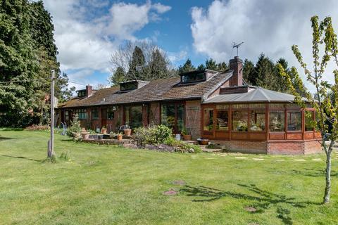 3 bedroom detached bungalow for sale - Third Road, Wildmoor, Bromsgrove, B61 0BT