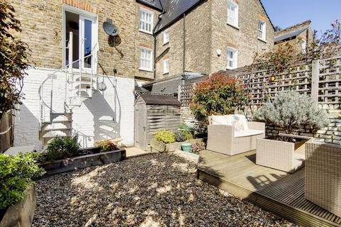 2 bedroom maisonette for sale - Beauchamp Road, London