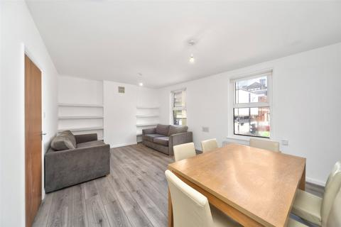3 bedroom apartment to rent - Cambridge Heath Road, London, E2