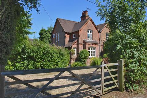 3 bedroom detached house for sale - 3 Park Close, Clay Hill, Lyndhurst, SO43