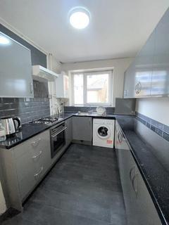 3 bedroom flat to rent - Wickford Street, Stepney, London, E1 4HW