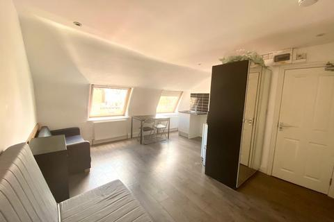 Studio to rent - Kirchen Road, Ealing, London, W13 0TY