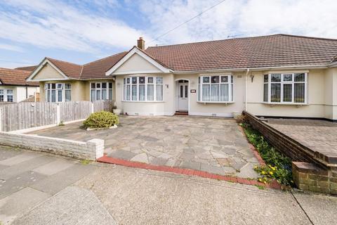 2 bedroom bungalow for sale - Heather Gardens, Romford