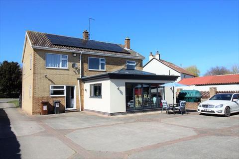 5 bedroom detached house for sale - Pond Rosa, Malton