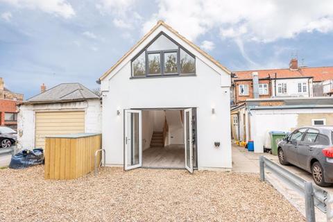 1 bedroom detached bungalow for sale - Walton Road, West Molesey