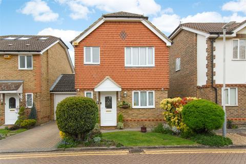 3 bedroom detached house for sale - Ivybridge Close, Uxbridge