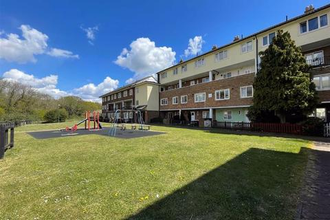 3 bedroom apartment for sale - Exeter House, Feltham