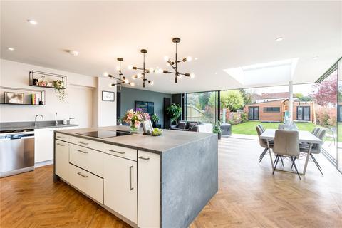 4 bedroom detached house for sale - Avondale Avenue, Worcester Park, Surrey, KT4