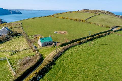 2 bedroom detached house for sale - Trefasser, Pencaer, Nr Goodwick, Pembrokeshire, SA64