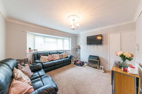 2 bedroom flat for sale - Risca Road, Cross Keys, Newport. NP11
