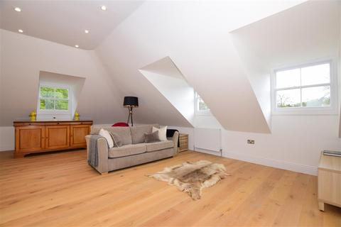 2 bedroom penthouse for sale - Alkham Road, Temple Ewell, Dover, Kent