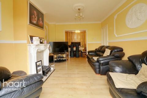 2 bedroom terraced house for sale - Halbutt Street, Dagenham