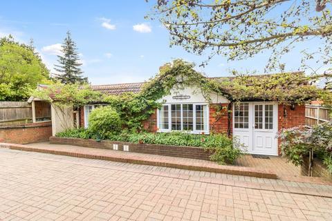 4 bedroom detached bungalow for sale - Hawthorn Lane, Farnham Common, SL2
