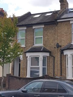 4 bedroom semi-detached house to rent - Stirling Road, London, E17