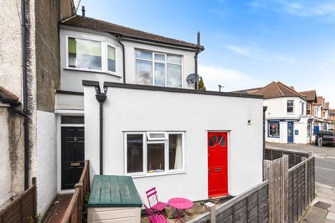 1 bedroom ground floor flat for sale - Corner Flat Stanley Road, Teddington, TW11