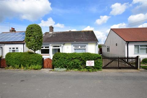 3 bedroom bungalow for sale - Southover Way, Hunston, Chichester, West Sussex