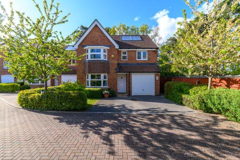 4 bedroom detached house for sale - 8 White Oaks Close