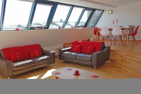 3 bedroom flat for sale - Salts Mill Road, Shipley, Bradford, BD17