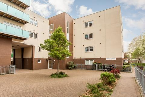 3 bedroom flat to rent - Cowden House, E3