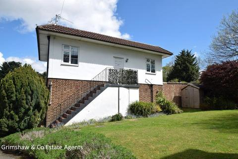 2 bedroom flat for sale - Cecil Close, Mount Avenue, Ealing