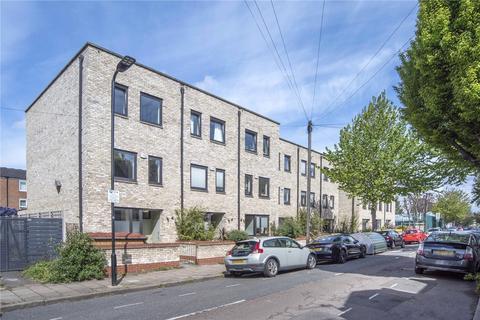 4 bedroom semi-detached house for sale - Daubeney Road, London, E5