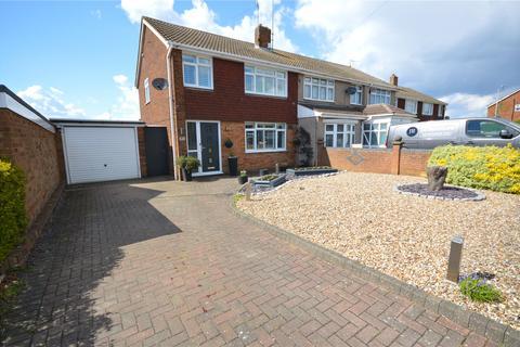 3 bedroom semi-detached house for sale - Kinross Crescent, Luton, Bedfordshire, LU3