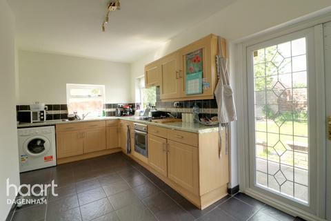 3 bedroom end of terrace house for sale - Wayside Gardens, Dagenham