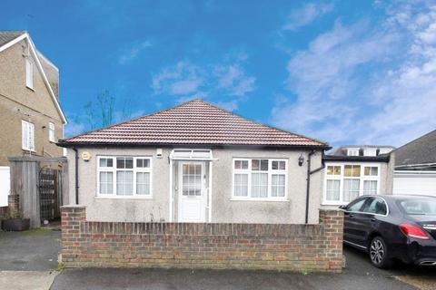 4 bedroom bungalow to rent - Mahlon Avenue, Ruislip HA4