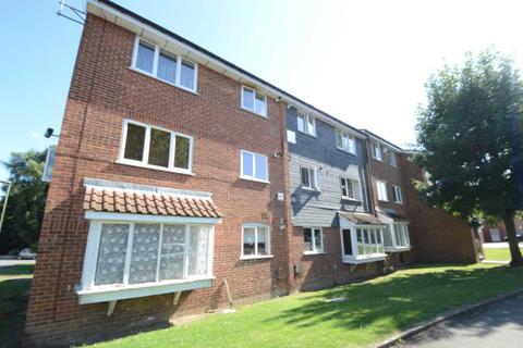 2 bedroom flat to rent - Silver Birch Close, Friern Barnet, London N11