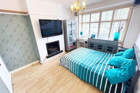 House share to rent - Meadvale Road, Croydon, Surrey, CR0
