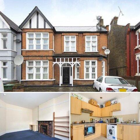 House to rent - Chadwick Road, London, E11