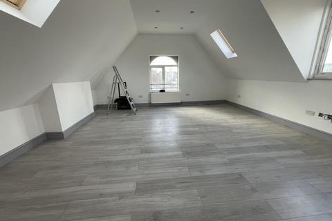 Studio to rent - Beaconsfield Road, Arnos Grove