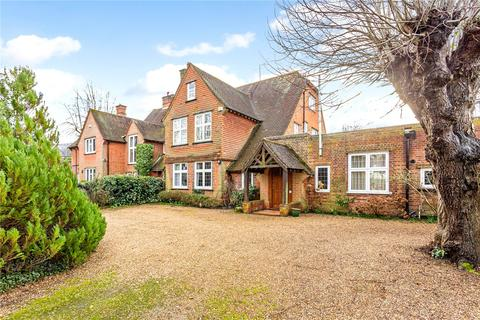 4 bedroom detached house for sale - Grove Road, Beaconsfield, HP9