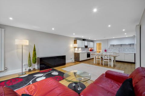 2 bedroom flat to rent - Lower Ground Floor Flat, George House, Brecon Road, Fulham, London, W6