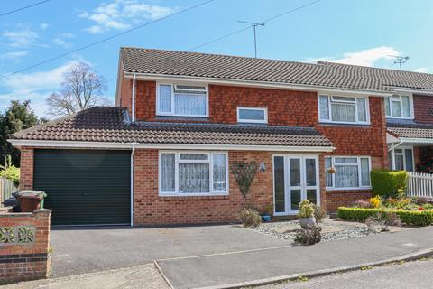 4 bedroom end of terrace house for sale - De Lucy Avenue, Alresford