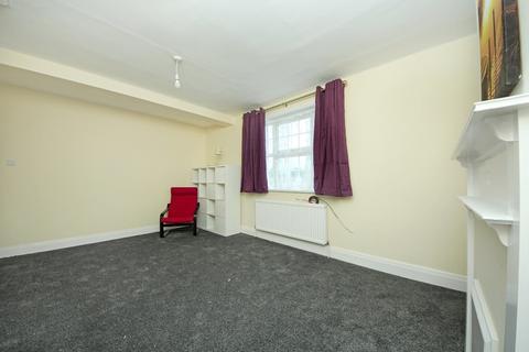 3 bedroom flat to rent - Noel Road, W3