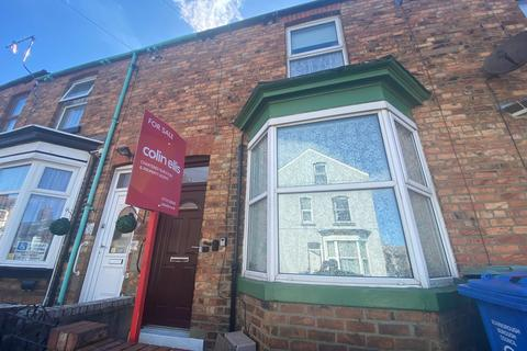 2 bedroom terraced house for sale - Traflagar Terrace, Scarborough