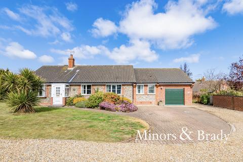 3 bedroom detached bungalow for sale - Ridgeway, Cromer