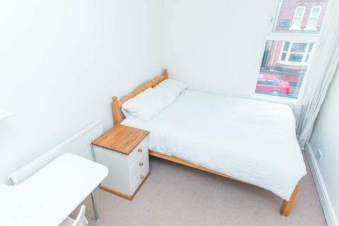 1 bedroom in a flat share to rent - 33b Gillott Rd, Birmingham B16 0EP, UK